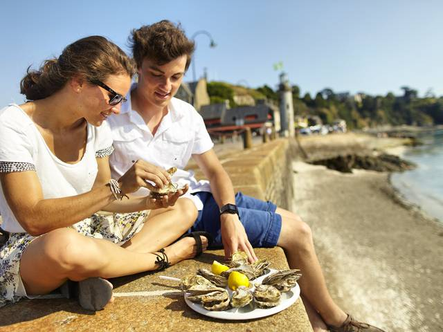 Enjoy oysters on the harbour of La Houle in Cancale Bay near the Mont Saint-Michel #saintmalotourisme